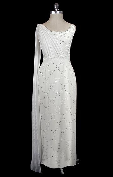 Bridal_page4_clothes_04